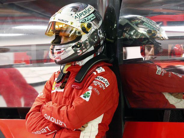 Sebastian Vettelin unelma viidennestä maailmanmestaruudesta on karkaamassa.