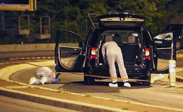 Ranskan poliisi tutki 6. toukokuuta autoa, jossa Helene Pastorin kimppuun hyökättiin.