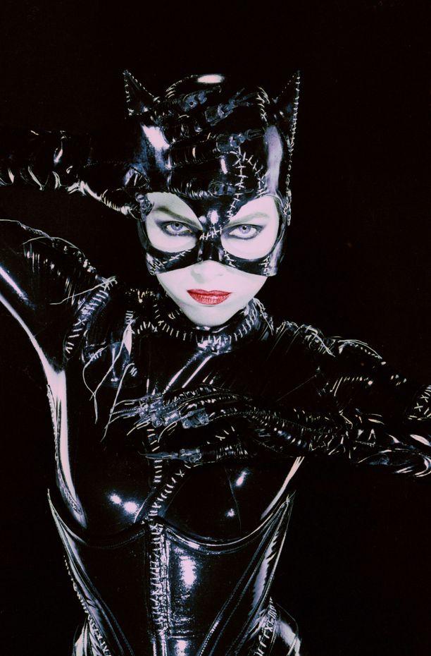 Michelle Pfeiffer Kissanaisena elokuvassa Batmanin paluu (1992),