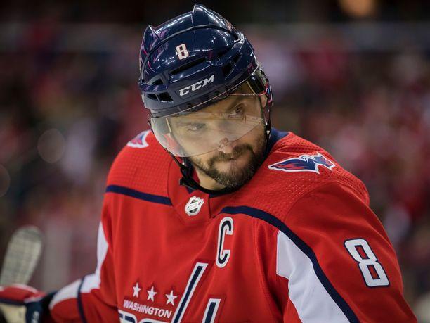 NHL:n runkosarjan maalipörssin jälleen kerran voittanut Aleksandr Ovetshkin on saanut kutsun MM-kisoihin.
