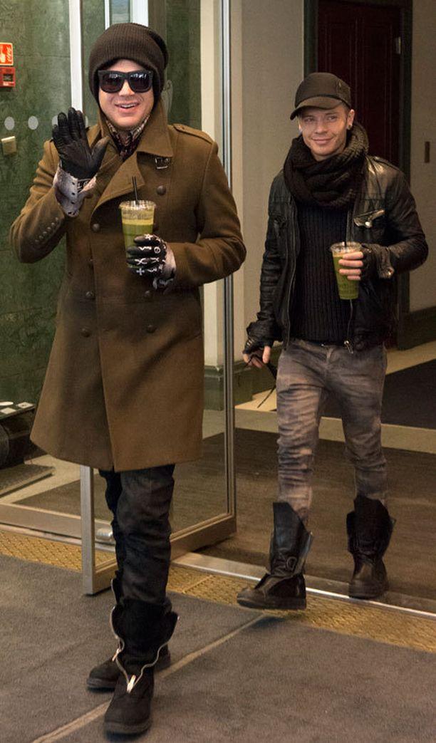 Adam ja Sauli jäävät mahdollisesti hetkeksi Suomeen.