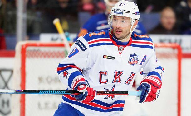 Ilja Kovaltshuk johtaa SKA:n hyökkäystä.
