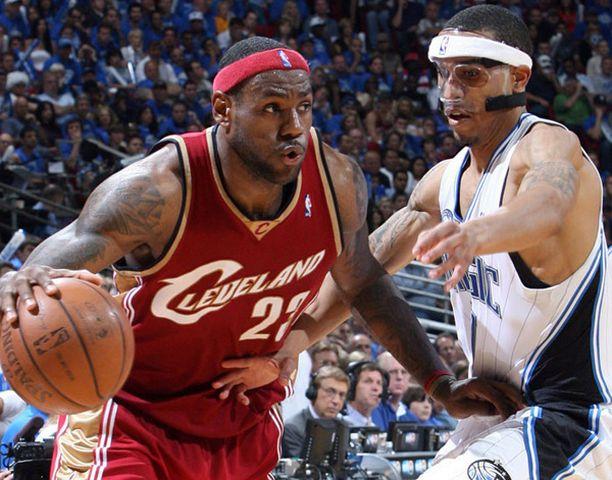 LeBron James (vas.) pussitti 41 pistettä.