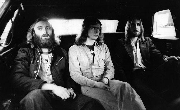 Legendaarinen Genesis vuonna 1977 limusiinin takapenkillä matkalle lavalle Los Angelesissa. Vasemmalta Phil Collins, Tony Banks ja Mike Rutherford.