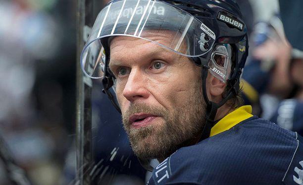 Jere Karalahti pelaa nykyään Ruotsissa HV71:n riveissä.