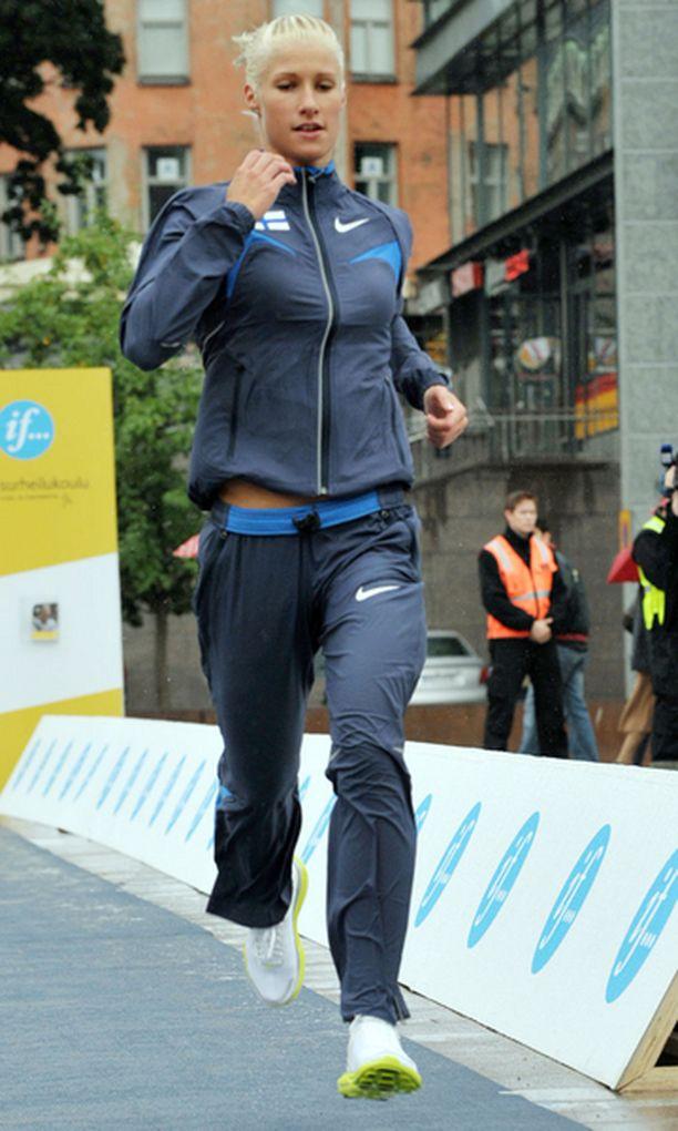 Hanna-Maria Seppälä kertoi voittaneensa teini-ikäisenä 60 metrin juoksun piirimestaruuden.