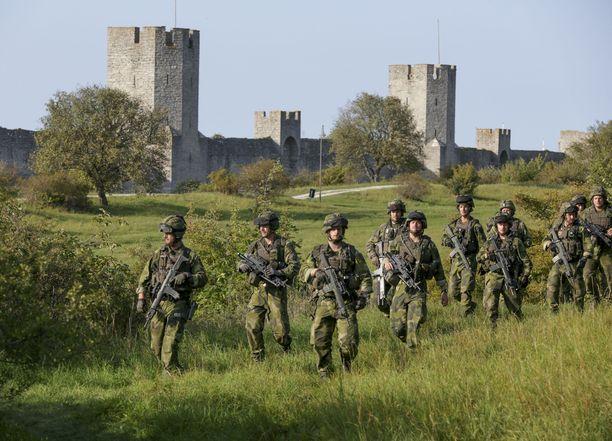 Ruotsin puolustusvoimien joukkoja harjoituksissa Visbyssä syyskuussa 2016.