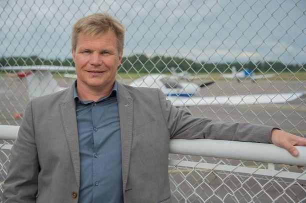 Yhtiön ensimmäinen kone, 8-paikkainen Pilatus PC-12-lentokone laskeutui tiistaina Malmin lentokentälle.