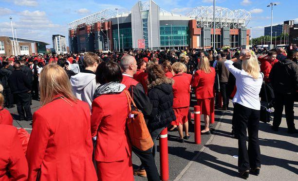 Old Trafford tyhjennettiin pikavauhdilla.
