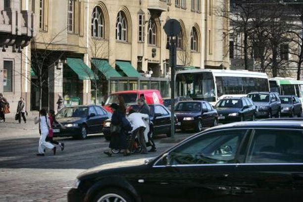 Helsingissä on asukkaita kohden huomattavasti vähemmän autoja kuin muualla maassa.