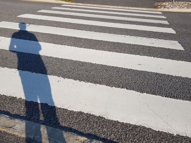 Liikenneturvan tuoreimman tilastokatsauksen mukaan viimeisen kolmen vuoden aikana on kuollut vuosittain keskimäärin 29 jalankulkijaa. Uhreista joka viides menehtyi suojatiellä.