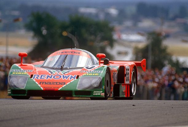 Volker Weidler ja Johnny Herbert (kuvassa ajovuorossa) voittivat Le Mans'n klassikkokisan vuonna 1991.