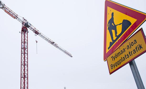 Pinna paloi espoolaisella työmaalla 2018, kun työntekijä ei kokenut tarvitsevansa turvaliiviä. Kuvituskuva.