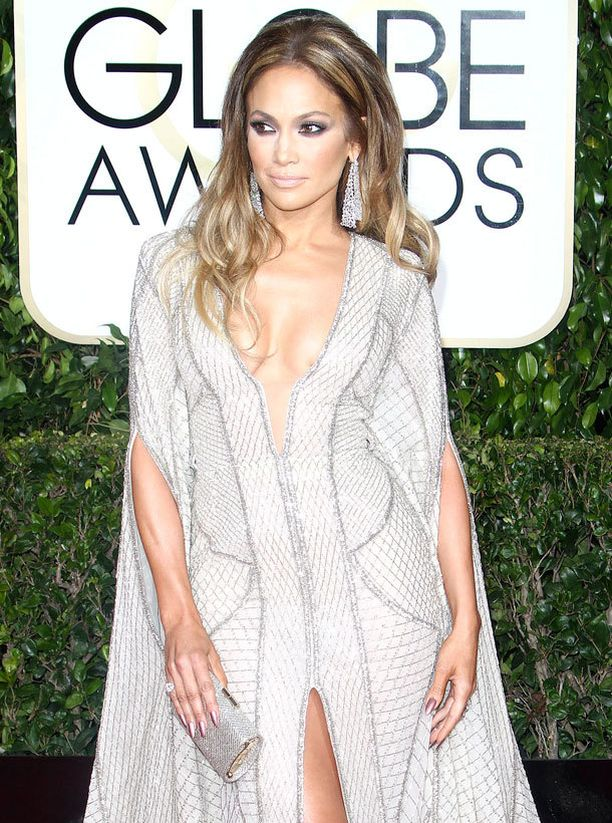 Jennifer Lopez kantaa ihailtua vartaloa.