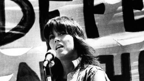 Jane Fonda puhumassa sodanvastaisessa mielenosoituksessa San Franciscossa vuonna 1972.