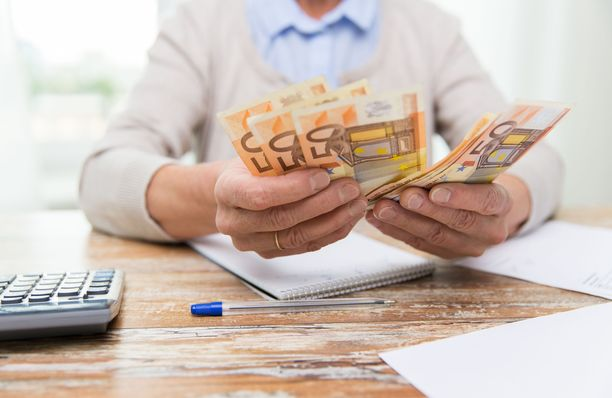 Sijoittamisen voi aloittaa vaikka säästämällä pienen summan palkasta joka kuukausi ja sijoittamalla sen rahastoon.