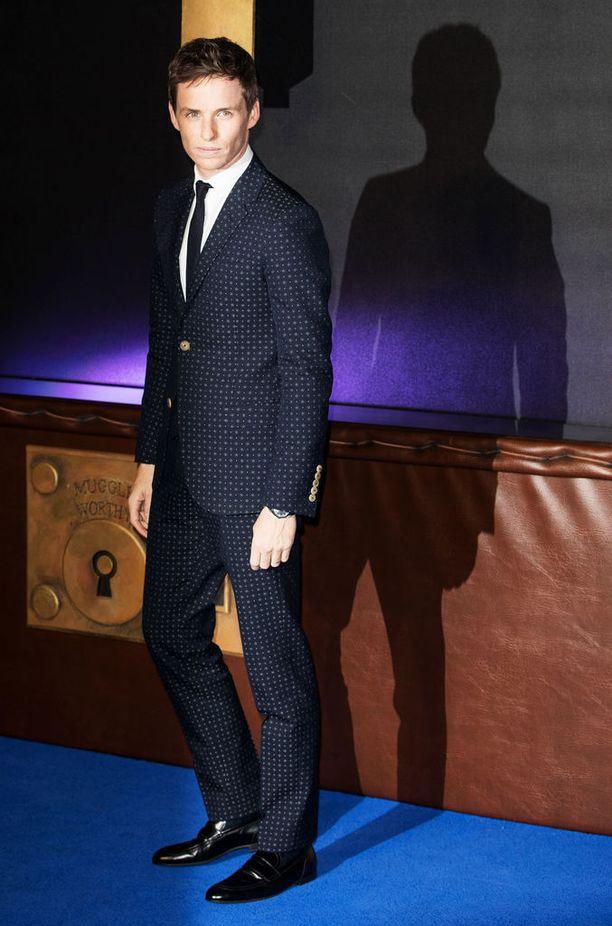Business Insiderin mukaan Eddie Redmayne kantaa pukua paremmin kuin kukaan mies koskaan.