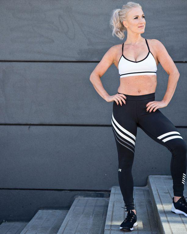 Nanna korostaa,että hyvään oloon liittyy liikunnan ja oikean ruokavalion lisäksi myös itsensä hemmottelu. - Ei se kroppa siitä muutu, jos välillä herkuttelee vaikka suklaakakulla tai viinillä.