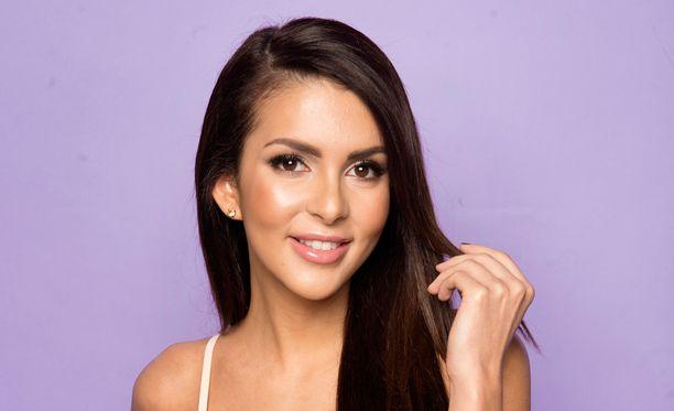 Vuoden 2012 Miss Suomi Sara Chafak tuomaroi perjantaina Miss Helsinki-kilpailussa.