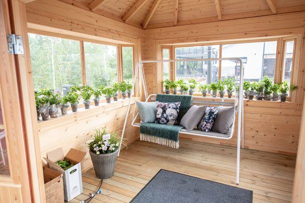 Messuille suunniteltu yrttihuone kuvastaa talojen yhteyteen tulevaa yhteistä sisäpihaa.