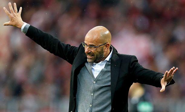 Peter Boszin Dortmund laittoi pienemmälleen luun kurkkuun.