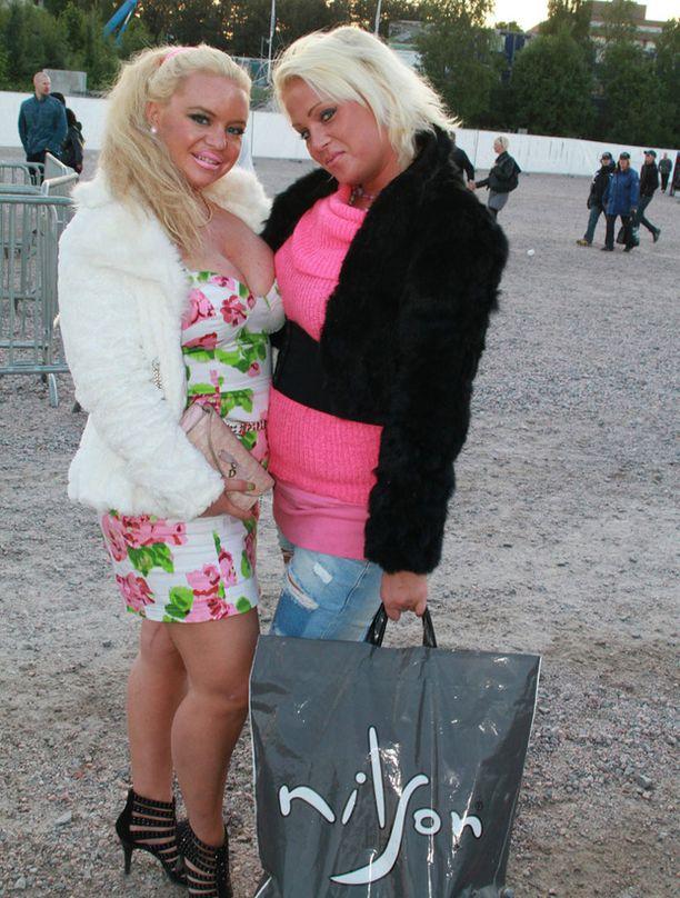 Johanna ja Julia-sisko Helsingissä vuonna 2010.