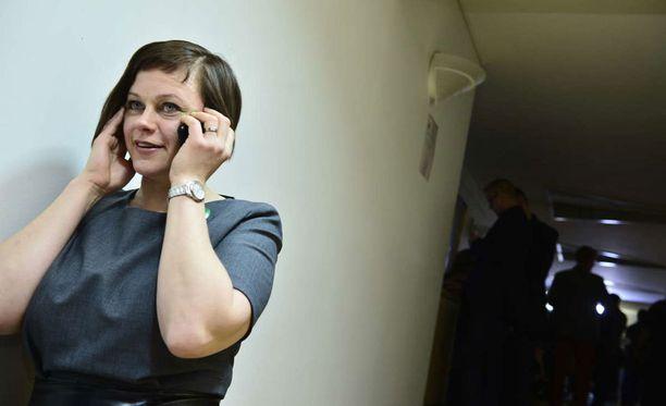 Keskustan Paula Lehtomäki valmistautuu etsimään uusia töitä neljän eduskunnassa istutun kauden jälkeen.