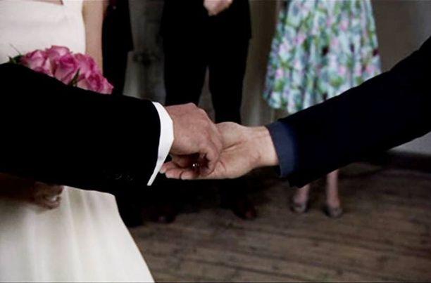 Maikkarin uutuusohjelmassa kuusi sinkkua tekevät treffit alttarilla. Viiden viikon jälkeen vihkimisestä he voivat erota, mikäli avioliitto ei suju. Pastori Kari Kanala on mukana parinetsinnässä.