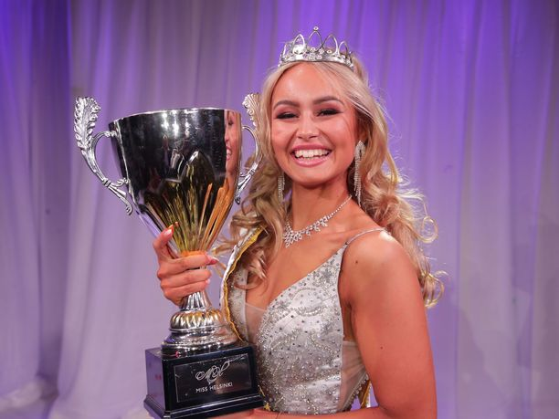 Inna Tähtinen kruunattiin vuoden 2019 Miss Helsingiksi.