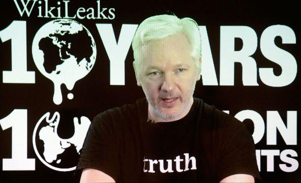 Julian Assange on viettänyt Ecuadorin suurlähetystössä Lontoossa yli neljä vuotta.