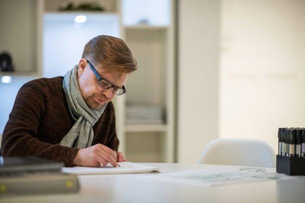 Luonnoksessa pitää olla  idea ja tunnetta, sanoo luonnosten piirtäjä Antti Mikael Savio.