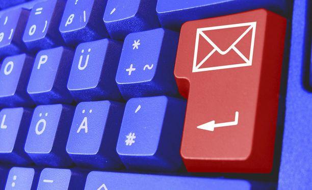 Poliisi varoittaa sähköpostien kautta liikkuvista huijausviesteistä.