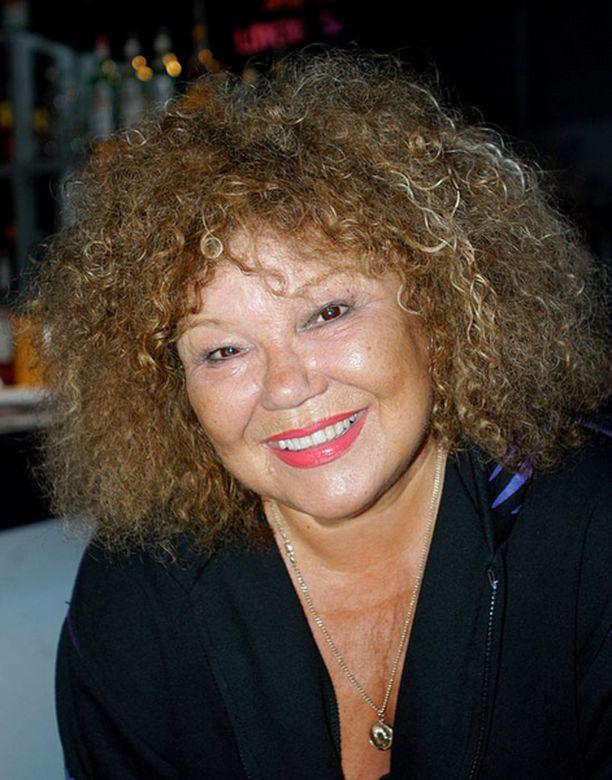 Anita Hirvonen joutui perumaan keikkansa joulukuun puoliväliin saakka.