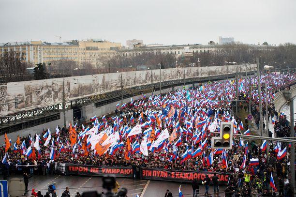 Valtava määrä ihmisiä osallistui sunnuntaina marssille Moskovassa.