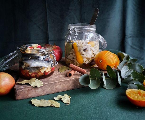 Silakat ovat kaikin puolin hyvä valinta joulukalaksi. Sherryliemessä (vas.) ja appelsiiniliemessä silakat saavat herkullisen maun.