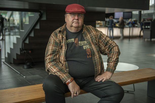 Mikko Kivinen tunnetaan koomikkona, mutta on hän tehnyt vakaviakin rooleja.
