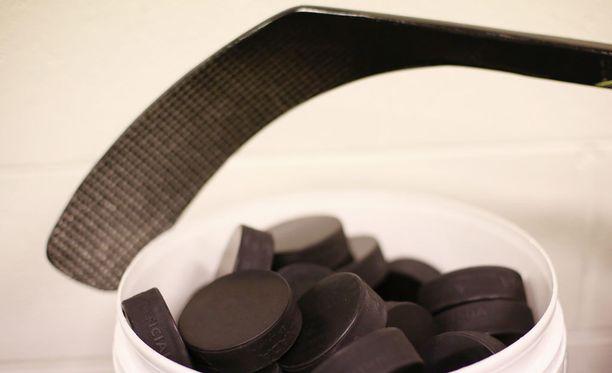 Pelaajien palkat haukkaavat suuren osan jääkiekon SM-liigaseurojen budjeteista.