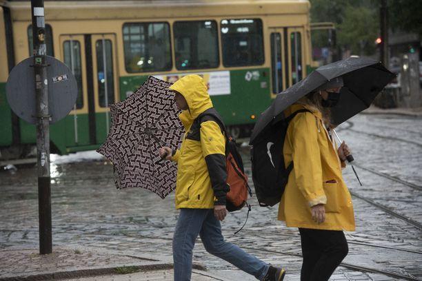 Sateet puskevat Suomea kohti viikon aikana.