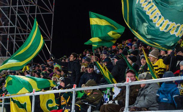 Perjantain paikallisottelussa oli 11 000 katsojaa.