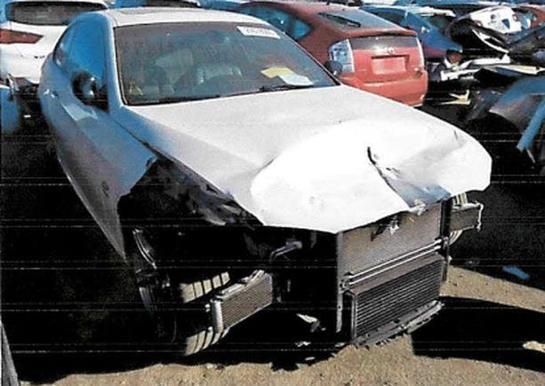 Pieni nokkakolari vai lunastuskuntoon vienyt vakava kolarointi? Ostaja vaatii hyvityksiä Liettuassa korjatusta Amerikan-Bemaristaan. Kuvassa riidan keskiössä oleva auto kolarin jälkeen.