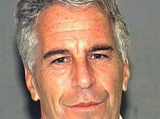 Jeffrey Epstein Palm Beachin piirikunnan poliisilaitoksen valokuvassa vuonna 2006, kun Epsteinia syytettiin viimeksi seksin ostamisesta alaikäisiltä prostituoiduilta.