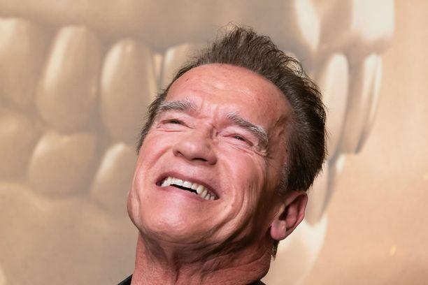 Arnold Schwarzenegger jakoi treenivinkkinsä kotikaranteenilaisille.