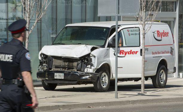 Poliisin mukaan pakettiautoa kuljettanut mies otettiin kiinni tapahtumapaikalta.