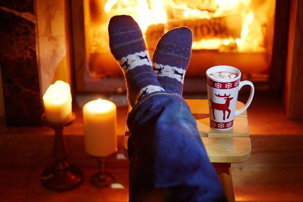 Mikä sen ihanampi rentoutumiskeino kuin takkatuli ja kynttilät. Takkatulella ja kynttilöillä yhdistettynä huonoon ilmanvaihtoon voi kuitenkin olla muun muassa infektioalttiutta lisäävä vaikutus.
