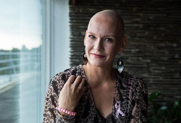 Syöpätaistelu vei Heidiltä voimia, mutta aviomies Niklas tuki vaimoa vaikean elämänvaiheen keskellä.