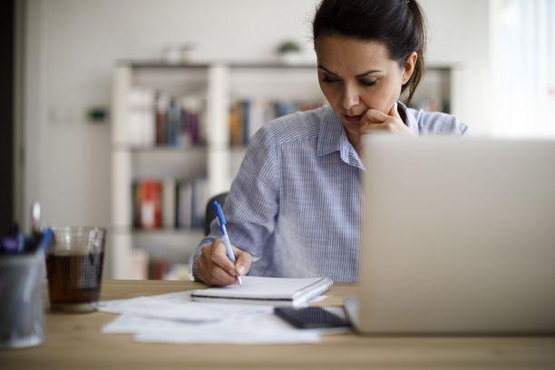 OECD:n tuoreen raportin mukaan työttömien työllistymisen keskeiset esteet liittyvät Suomessa nykyisin terveydentilaan ja osaamiseen.