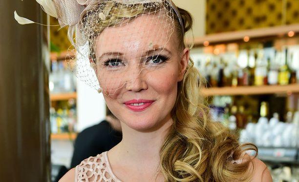 Essi Pöysti kruunattiin Miss Suomeksi maaliskuussa 2009.