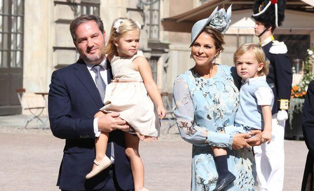 Chris O'Neillin ja Madeleinen perheeseen kuuluu nyt kolme lasta, kun Leonore ja Nicolas saivat pikkusiskon.