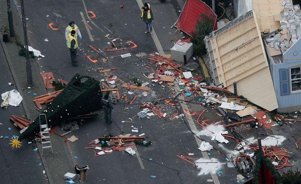 Berliiniläisellä joulutorilla kuoli terrori-iskussa 12 ihmistä ja 48 loukkaantui.