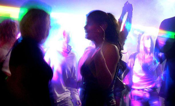 Pikkujoulukausi käy kuumimmillaan. Liikkeella on paljon väkeä, joka ei muulloin juhli ulkona. Monella juhlinta riistäytyy käsistä.